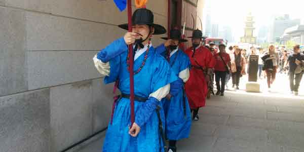 gyeongbokgung palace laid back traveller seoul