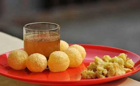Lucknow Food Trail laid back traveller pani poori puchka gol gappa