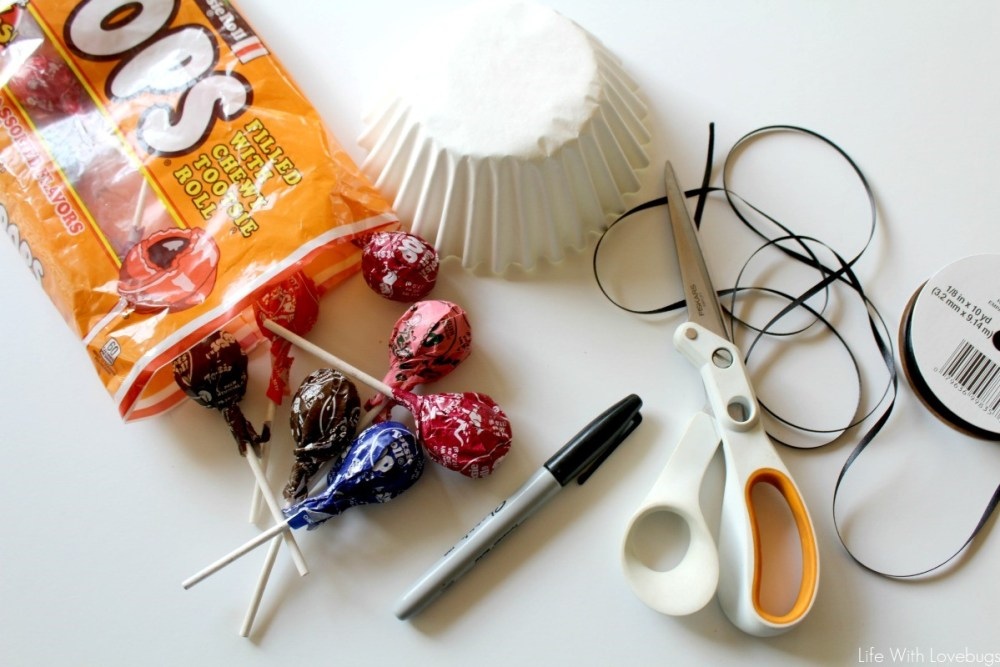 Easy Halloween Craft: Lollipop Ghosts