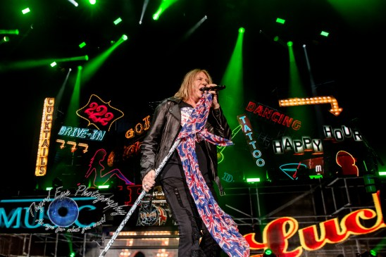 Def Leppard thrilled fans at sold out show in Saint Louis