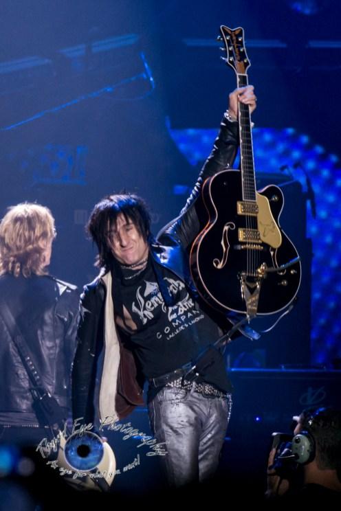 Richard Fortus of Guns N' Roses performing in Saint Louis Thursday. Photo by Sean Derrick/Thyrd Eye Photography