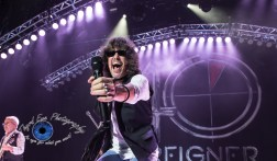 Kelly Hansen of Foreigner performing in Saint Louis. Pic by Sean Derrick/Thyrd Eye Photography