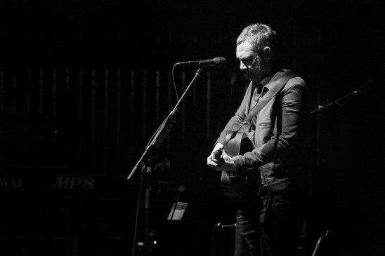 David Gray taking a moment at the Peabody Opera House. Photo by Ryan Ledesma.