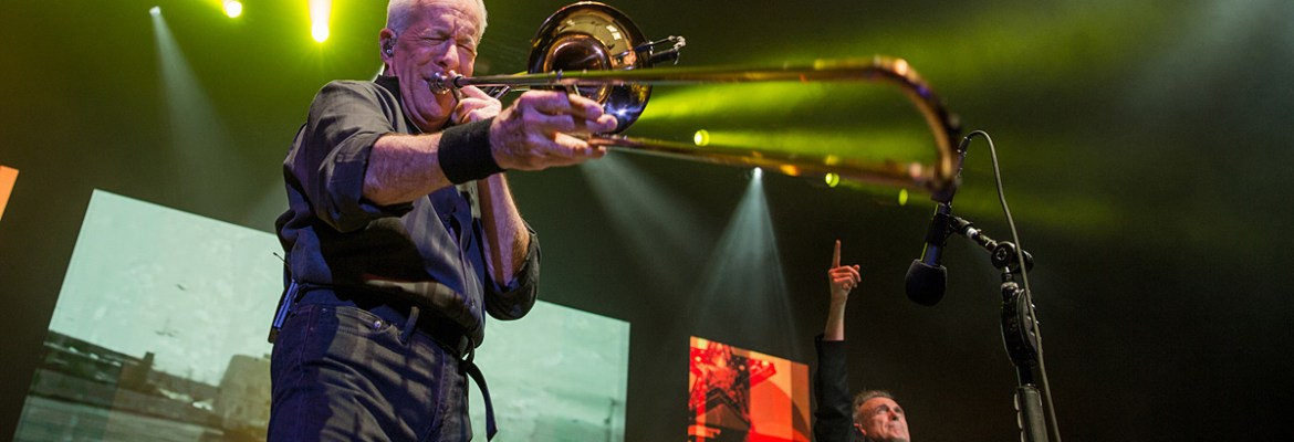 REO Speedwagon and Chicago Delivered With Nostalgic Show in