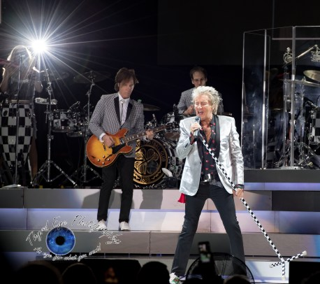 Rod Stewart performing at Hollywood Casino Amphitheatre in Saint Louis Sunday. Photo by Sean Derrick/Thyrd Eye Photography.