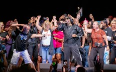 MC Hammer having fun with some fans at his concert at the Hollywood Casino Amphitheatre in Saint Louis Friday. Photo by Sean Derrick/Thyrd Eye Photography