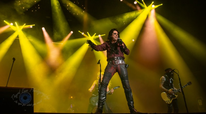 Alice Cooper Helped Wish KSHE 95 a Happy Birthday With a Thriller Show Saturday in Saint Louis