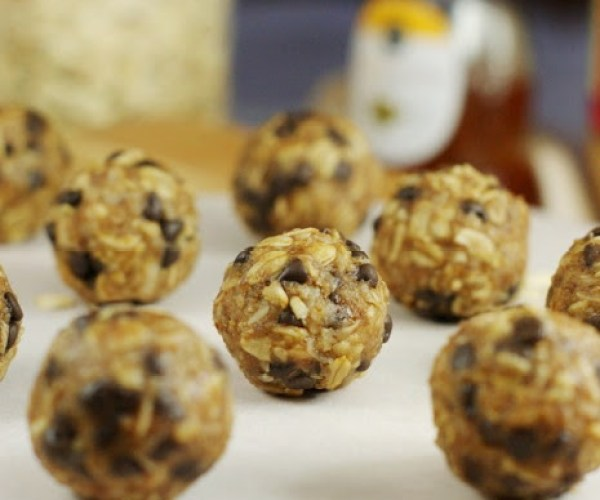 No-Bake Peanut Butter Chocolate Chip Granola Bites