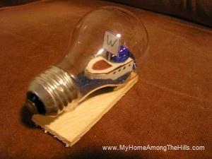 Ship in a lightbulb