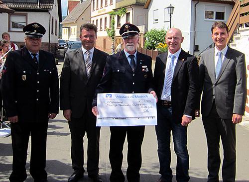 500 Spendenuebergabe FFW Guttenbach