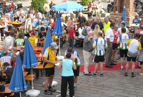 wpid-468Etappenziel-feiert-buntes-Marktplatzfest-2011-07-25-23-12.jpg