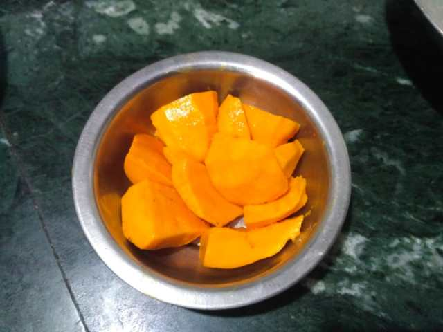 Pieces of small mangoes