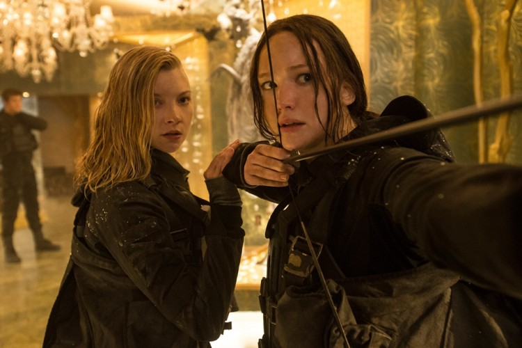 Katniss Everdeen (Jennifer Lawrence) and Cressida (Natalie Dormer) in Mockingjay Part 2