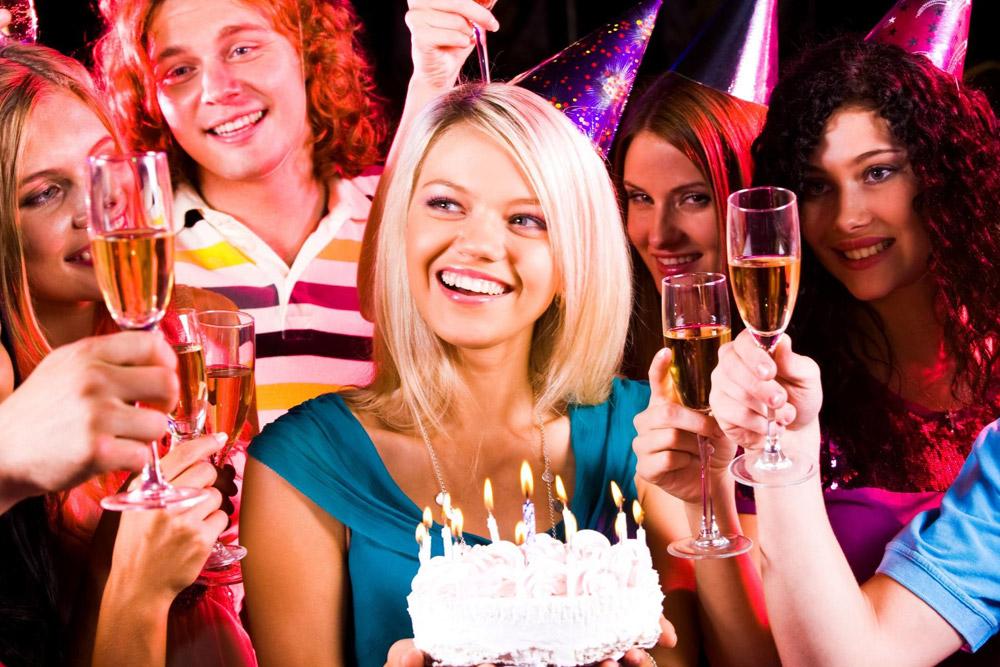 Kompetisi ulang tahun di meja