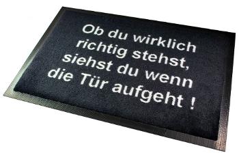 Fußmatte: Ob du wirklich richtig stehst, siehst du wenn die Tür aufgeht.
