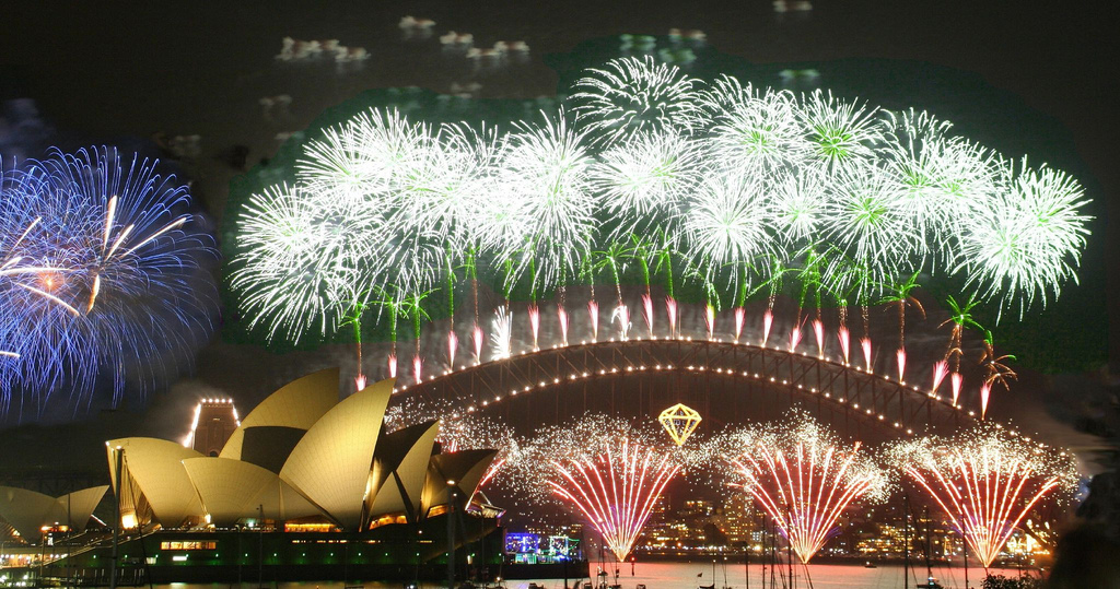 New Year's Eve in Sydney - firewords out of the Opera house and Syndey Bridge