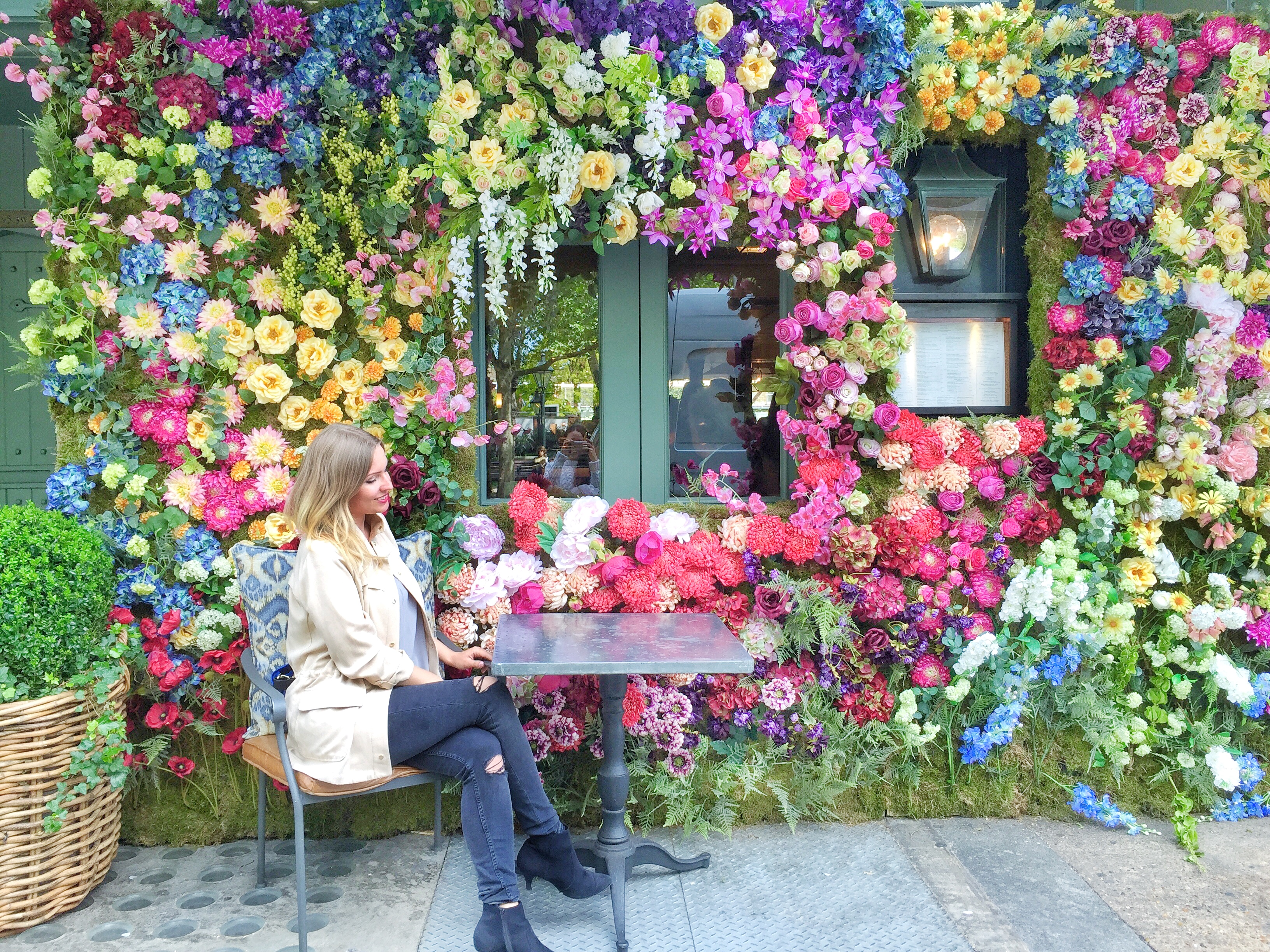 lower wall at The Ivy - London most instagrammable cafes