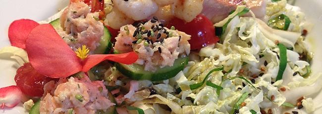 Préparations au poisson sur lit de salade