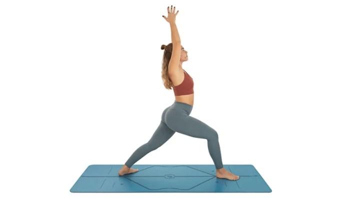 Warrior 1 yoga pose - A-Lifestyle