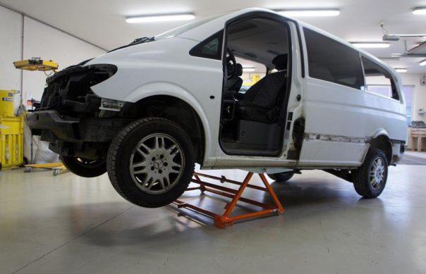 AUTOLIFT 3000 поднимает фургон