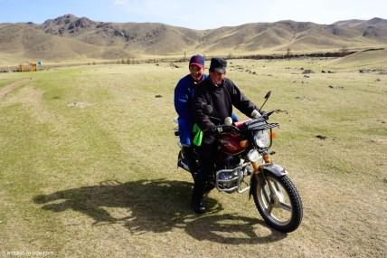 Mongolie, jeunes partant pour leur service militaire