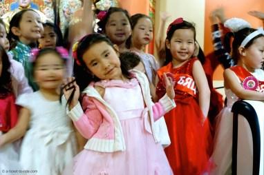 Mongolie, Oulan Bator, petites Mongoles