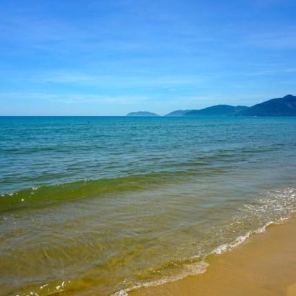Vietnam, sur la route entre Hué et Hoi An, plage de Lang Co