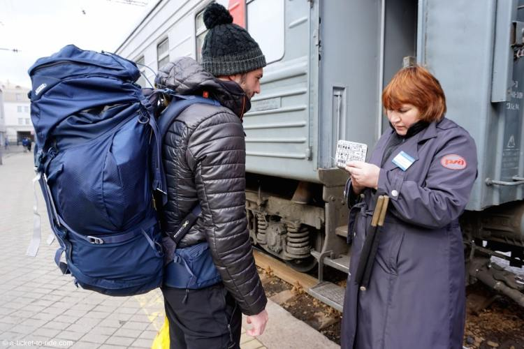 Russie, transsibérien, contrôle ticket avec la provonistva