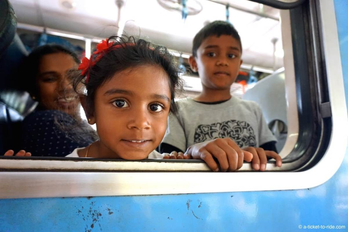 Sri Lanka, train, rencontre d'enfants