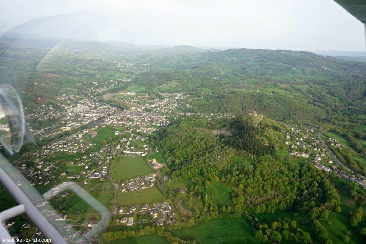 vol en ULM en nord Aveyron, trou de Bozouls et château d'Estaing