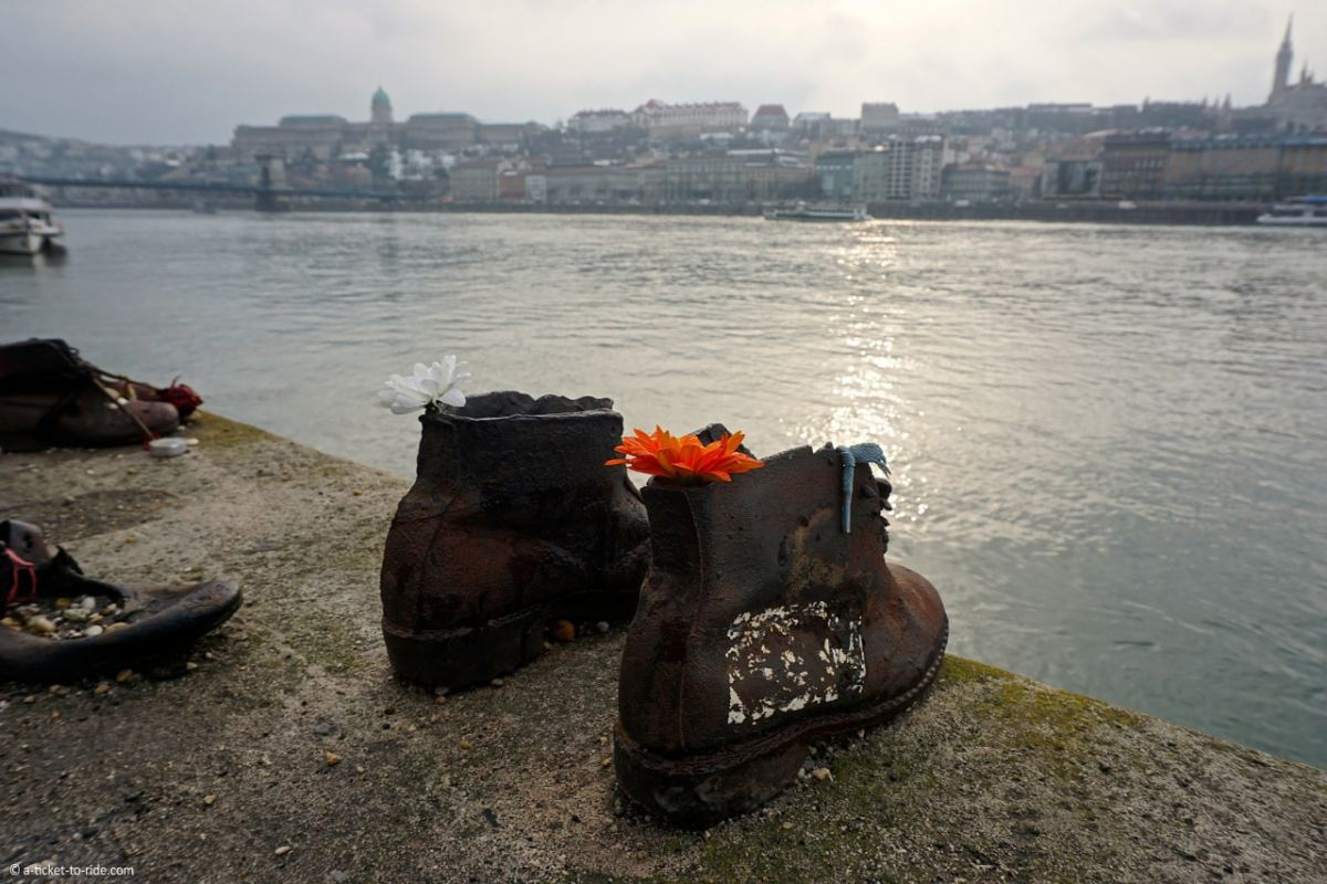 budapest-chaussures-face-danube