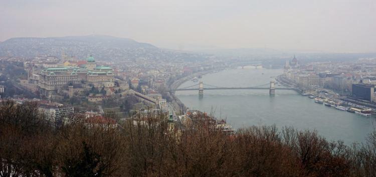 Des Points De Vues Jalonnent Le Parcours Comme Souvent A Budapest Si Vous Voulez Eviter Les Groupes Touristes Venez En Debut Matinee