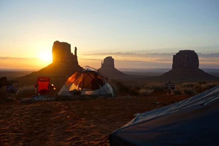 monument-valley-camping