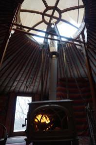 La Motte-Chalancon, yourte de l'Oasis Bellecombe, poêle