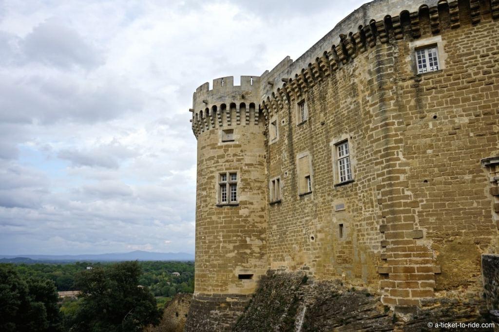 Suze-la-Rousse, château