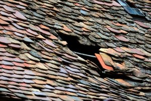 Roof Tile Roof Damage Housetop  - congerdesign / Pixabay