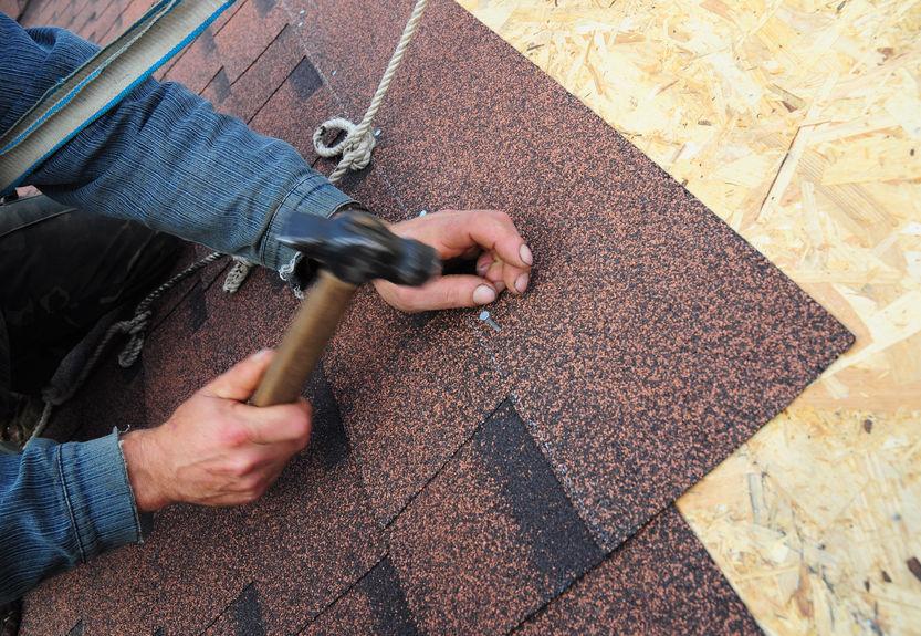 roofer install asphalt roof shingles