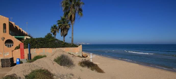 La playa de la Goleta en Tavernes de la Valldigna.
