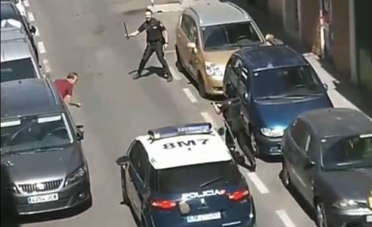 Un hombre que portaba un cuchillo se enfrenta a policías en Carabanchel