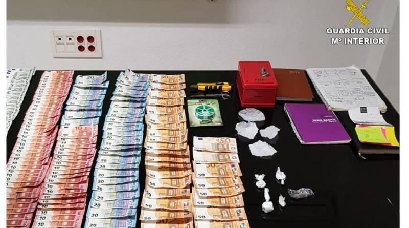 Dos detenidos por traficar drogas en un local de ocio nocturno en Torrevieja