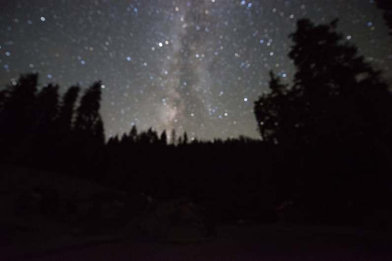 Fotografía desenfocada de la Vía Láctea