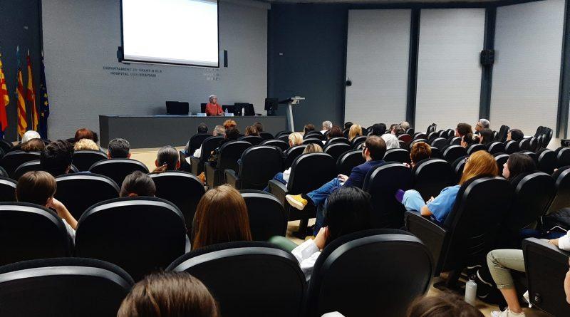 El Departamento de Salud del Hospital General de Elche acoge una conferencia sobre mentiras, mujeres y ciencia
