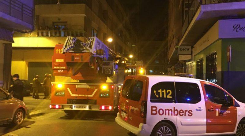 Dos bebés y dos adultos, trasladados al hospital tras un incendio en Orihuela