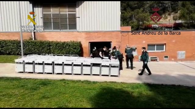 La Guardia Civil colabora con el Ayuntamiento de Sant Andreu de la Barca en la instalación de un hospital de campaña