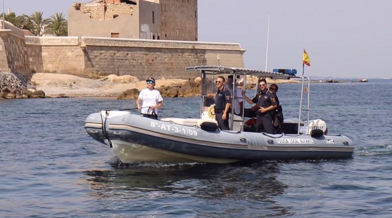 La Policía Local de Alicante detiene a un isleño en Tabarca por un presunto delito de desobediencia a la autoridad
