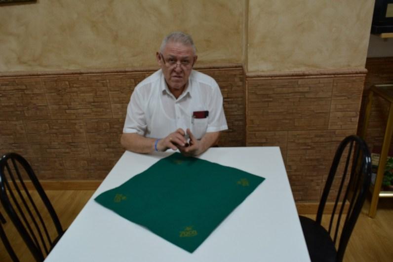 """Apolo Pleguezuelos, propietario del Bar """"Cantó"""" y organizador de los torneos de sarangollos más prestigiosos en la actualidad / Foto: David Montoya"""