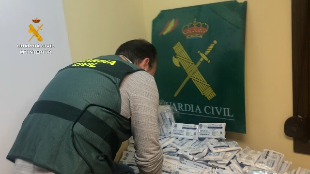 La Guardia Civil detiene a 3 personas e investiga a otras 4 por la venta ilegal de mascarillas no homologadas