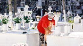 mujer-mascarilla-cementerio-Malaga_1469863171_122130920_1200x675