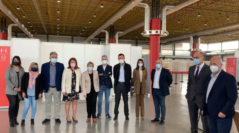 El alcalde de Elche anima a la población a seguir vacunándose y recuerda que la Generalitat ha habilitado transporte gratuito para acudir a IFA