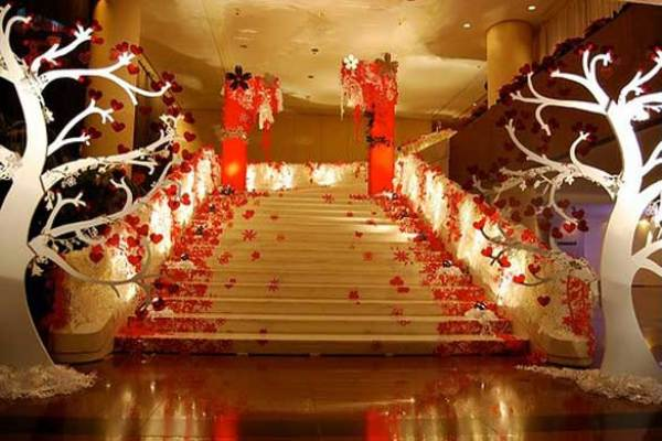 A2Zweddingcards-Christmas themed wedding venue